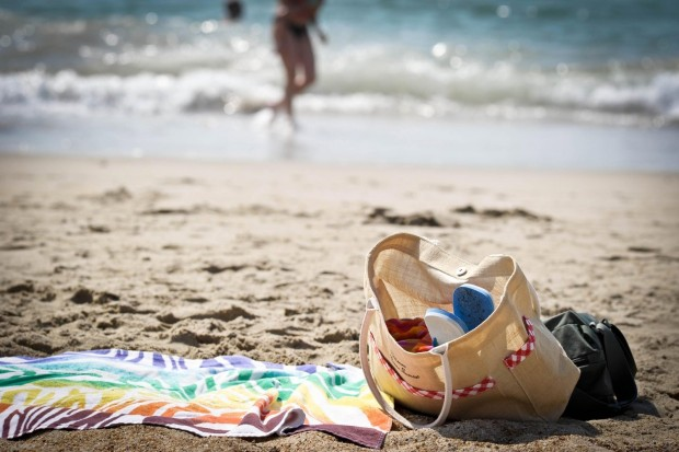 dieb am Strand