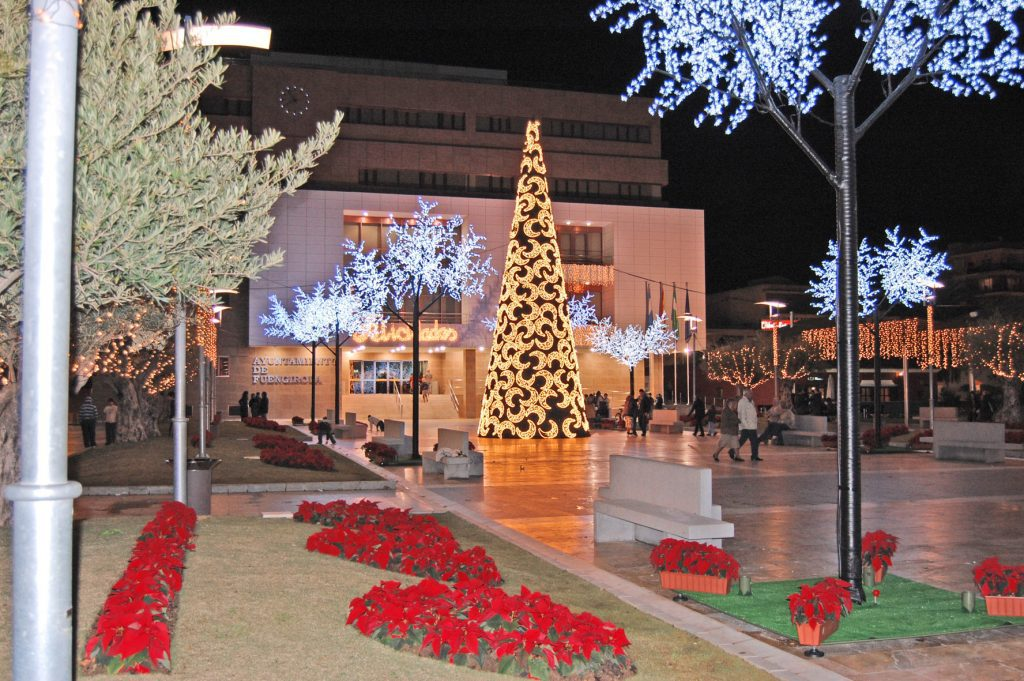 Fuengirola Christmas lights switch on
