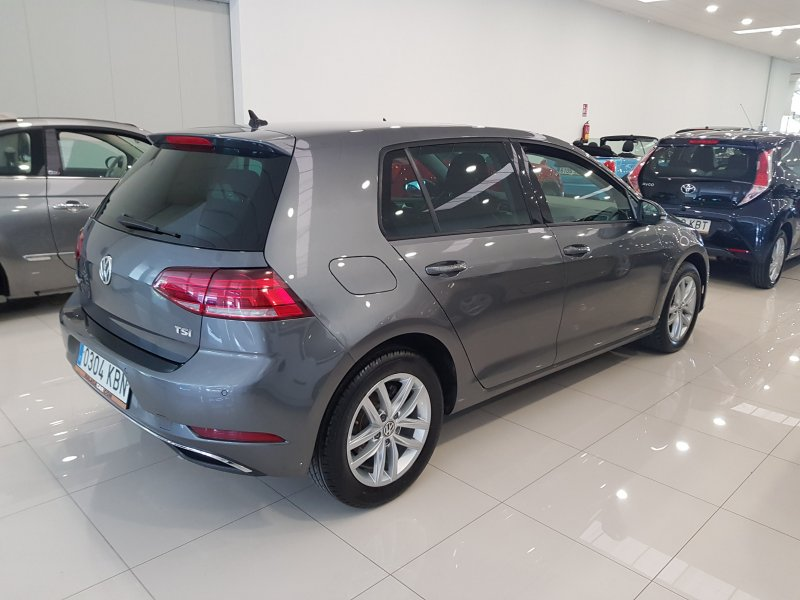 Volkswagen Golf ADVANCE DSG TSI 110  5
