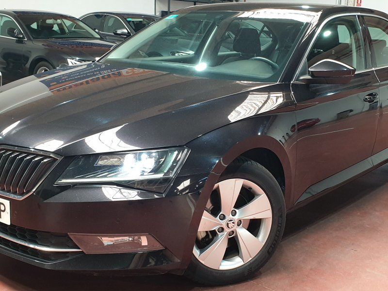 Skoda Superb 2.0 TDI 110KW 150cv Ambition 5p. Solo 1 unidad disponible 1