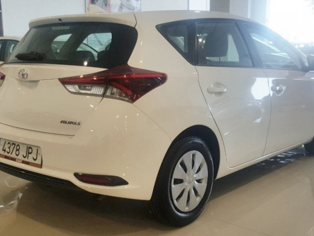 Toyota Auris photo 4