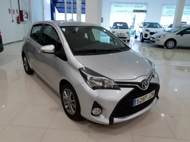 Toyota Yaris foto 2