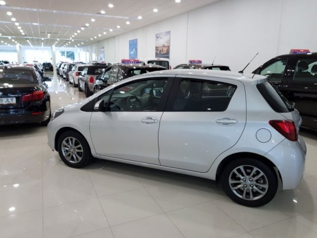 Toyota Yaris photo 4
