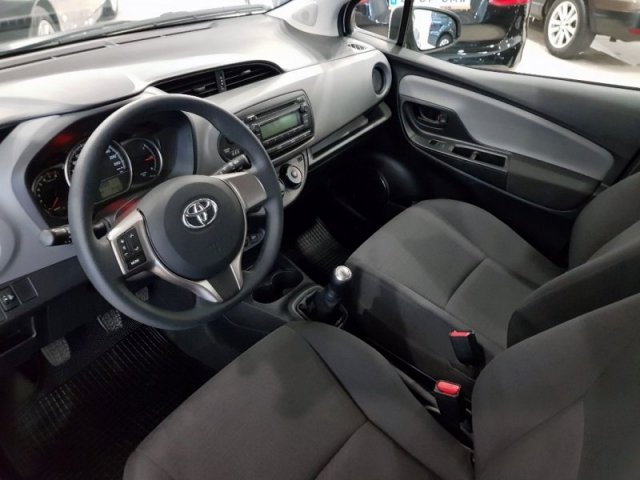 Toyota Yaris photo 7