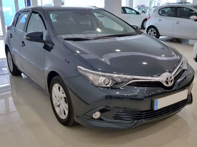 Toyota Auris photo 2