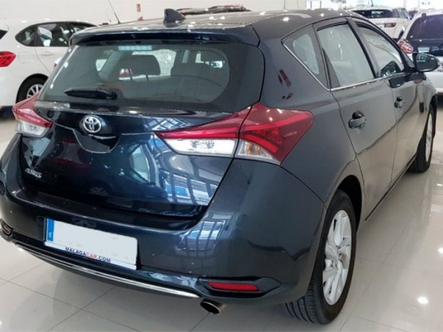 Toyota Auris photo 3