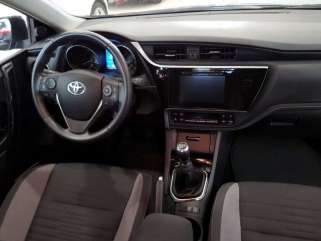 Toyota Auris photo 6