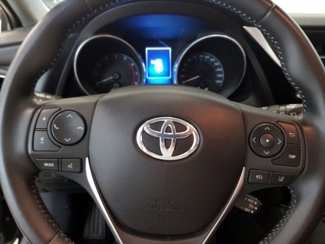 Toyota Auris photo 8