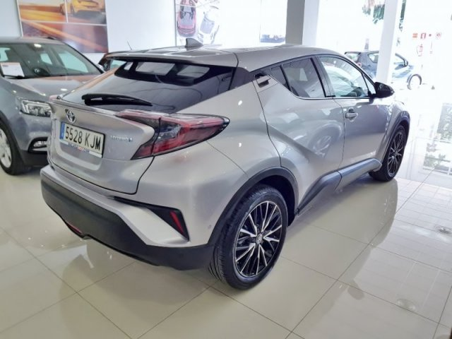 Toyota C-HR foto 4