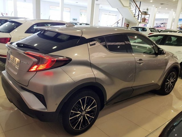 Toyota C-HR photo 4