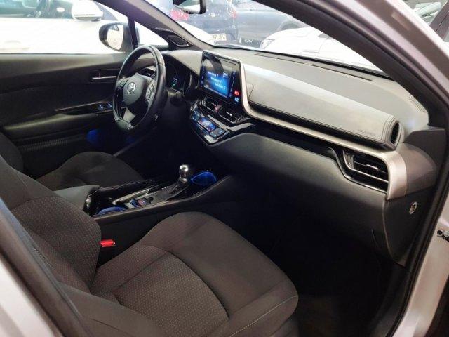 Toyota C-HR photo 9