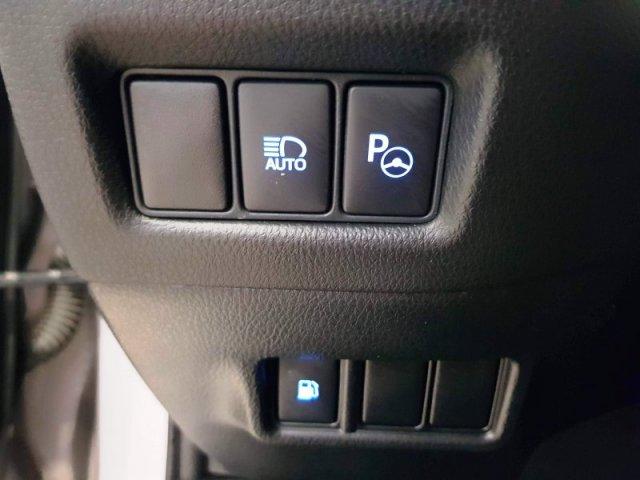 Toyota C-HR photo 12