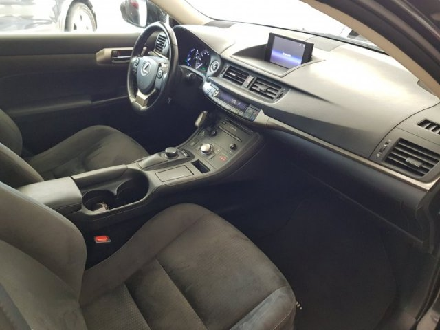 Lexus CT 200H Business photo 8