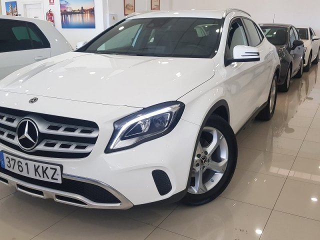 Mercedes GLA photo 1