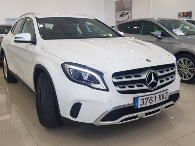 Mercedes GLA photo 2
