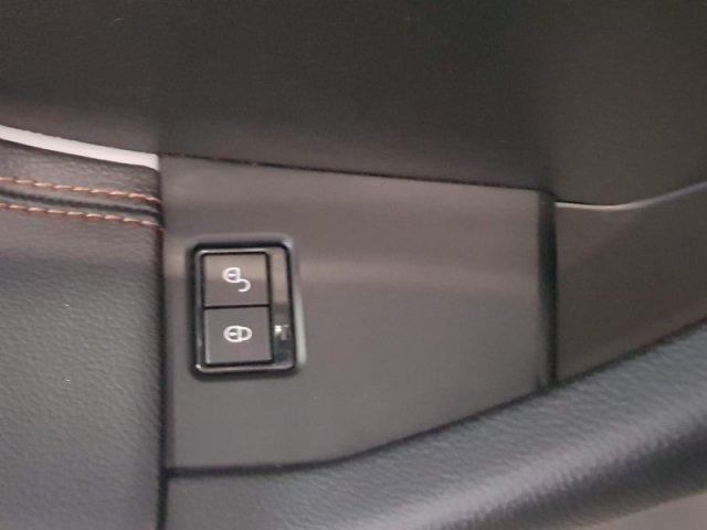 Jaguar F-Pace photo 12