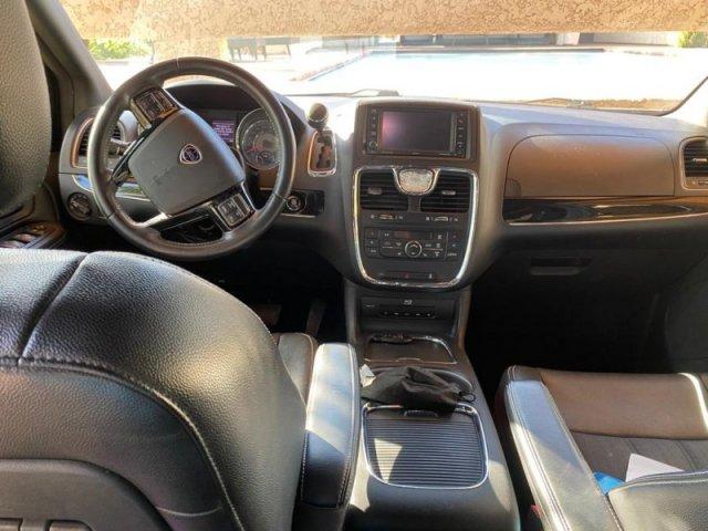 Lancia Voyager photo 2