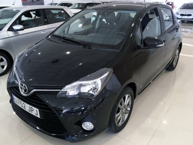 Toyota Yaris photo 1