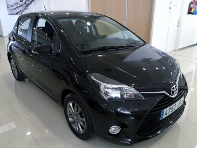 Toyota Yaris photo 2