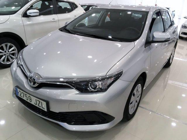 Toyota Auris photo 1
