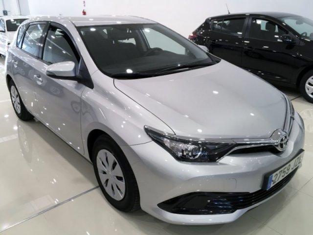 Toyota Auris photo 2