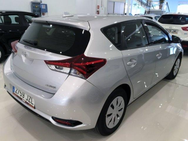 Toyota Auris photo 3