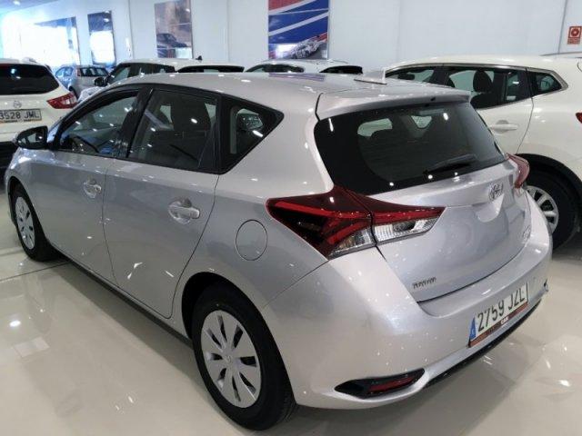 Toyota Auris photo 4