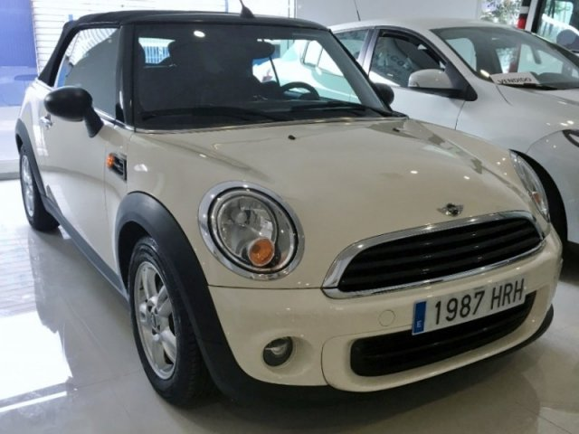 Mini One Cabrio photo 1