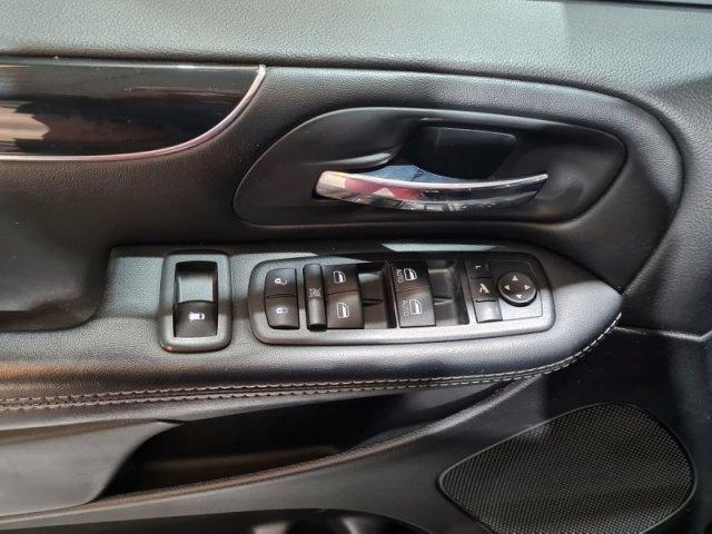 Lancia Voyager foto 10