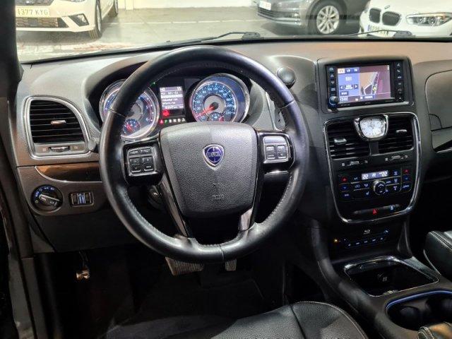 Lancia Voyager foto 8